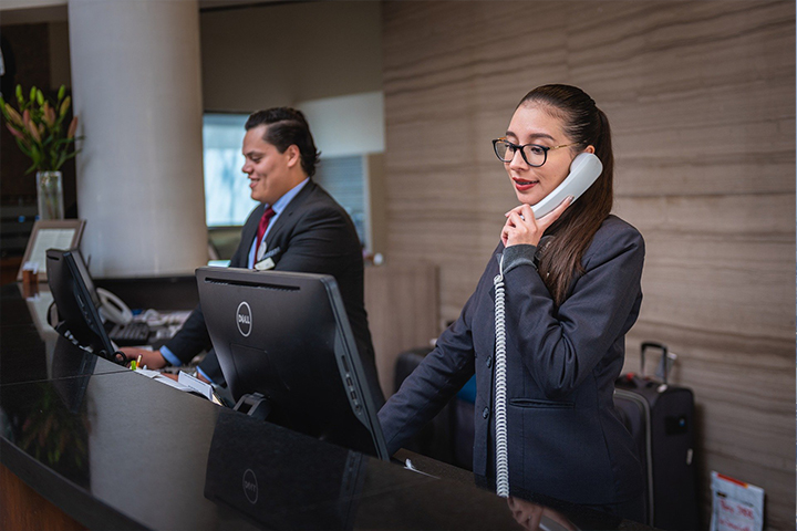 Training Your Hotel Staff in English: The Recipe for Customer Service Success