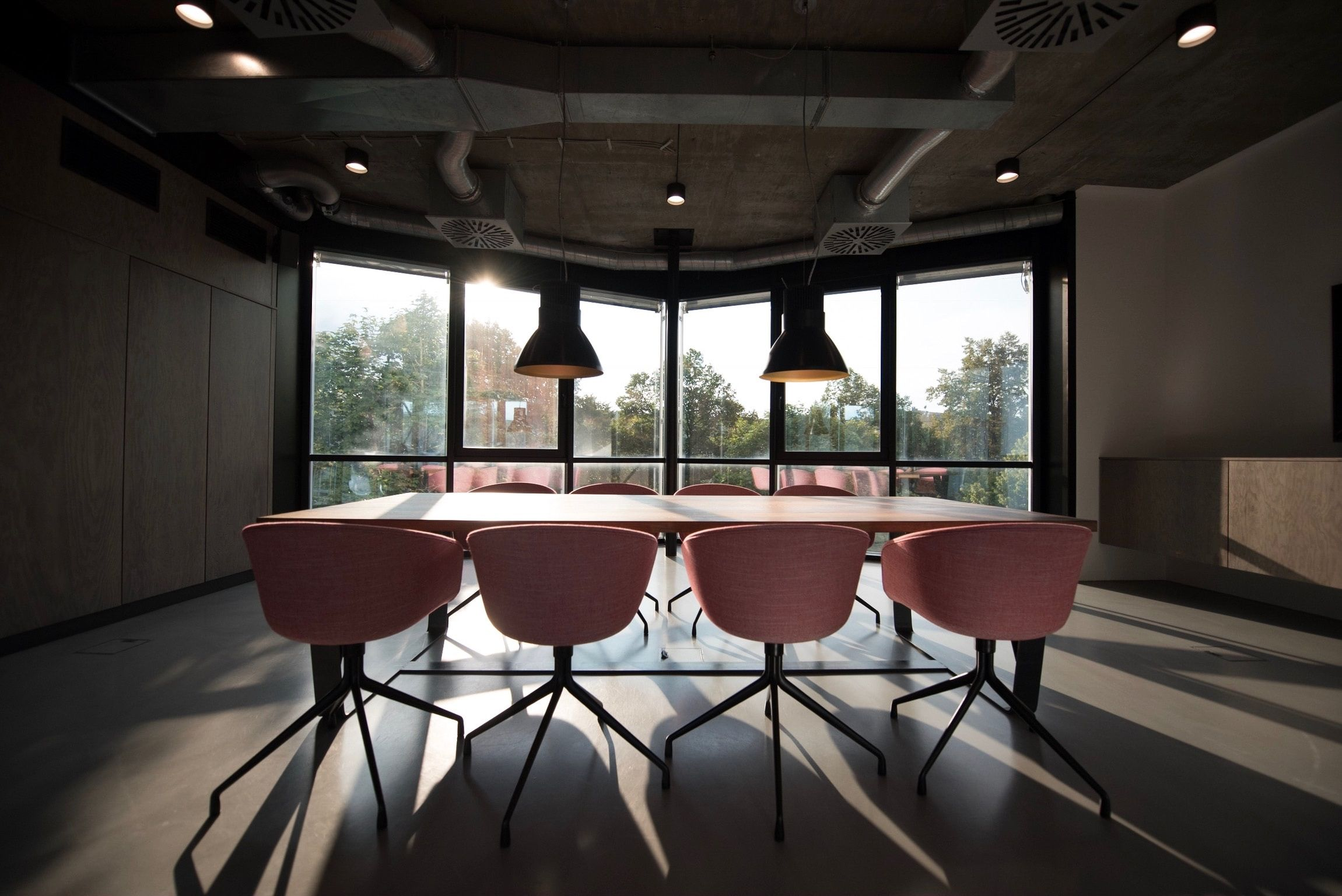 How and why to choose a neutral location for your next meeting
